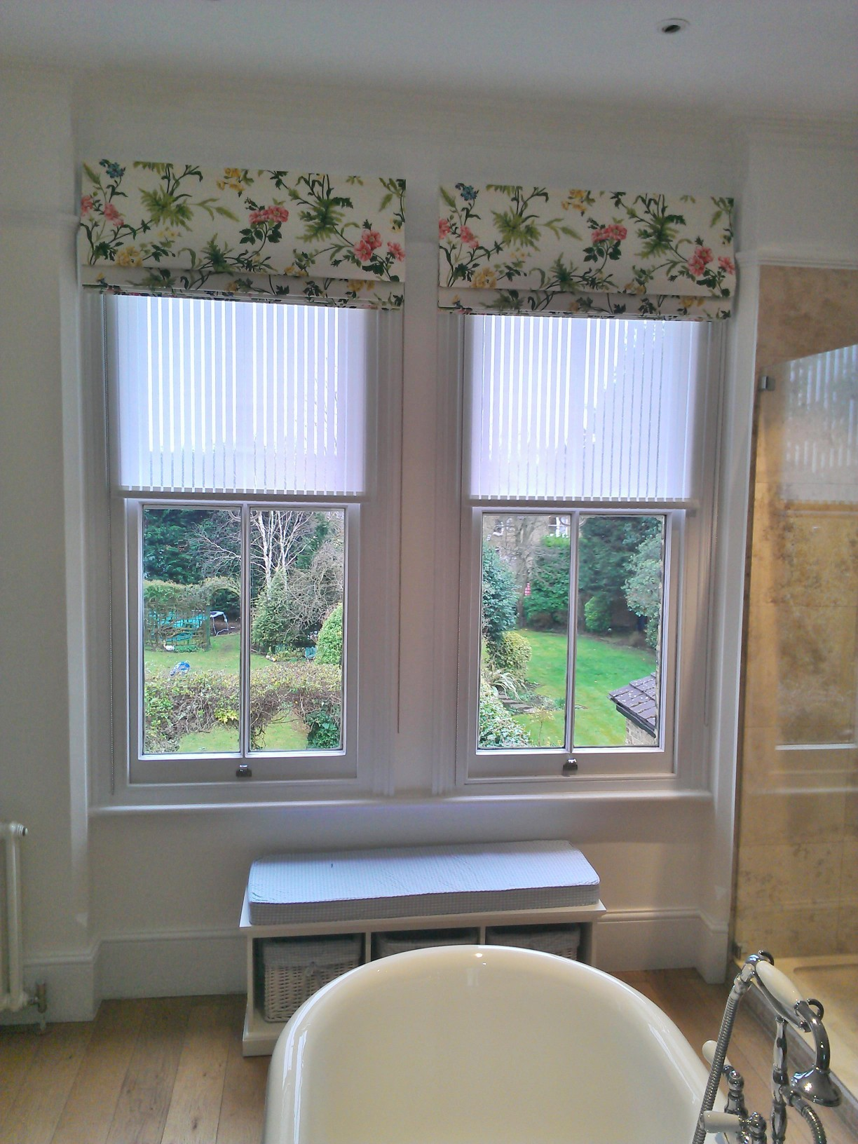 bathroom roller blind roman blind window